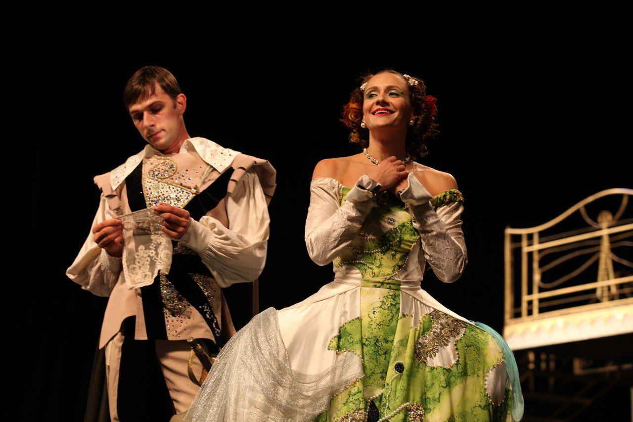 Спектакль «Хитроумная влюбленная» ©Фото из группы «Театр Драмы» «ВКонтакте» vk.com/dram_teatr