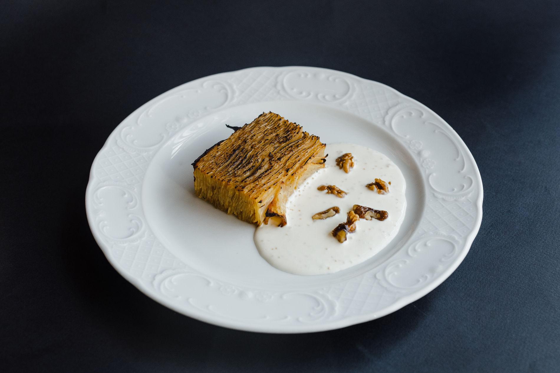 Гратен из сельдерея со сливочным соусом и щучьей икрой ©Фотография предоставлена заведением