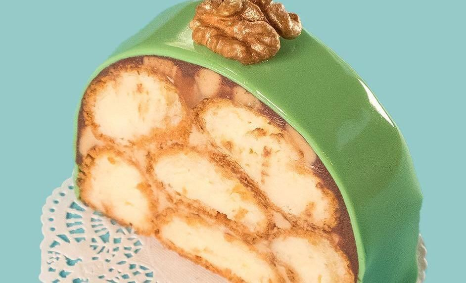 Пирожное с кофейным кремом и жареным шоколадом