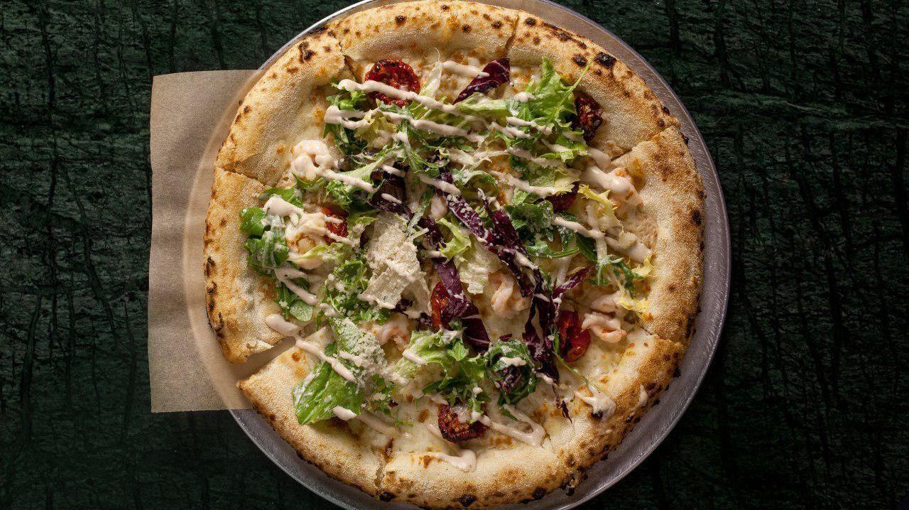 Пицца «Цезарь» ©Фотография предоставлена пиццерией Bikini
