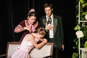 Сцена из спектакля «Сто лет мы так не отдыхали» ©Фото Татьяны Зубковой