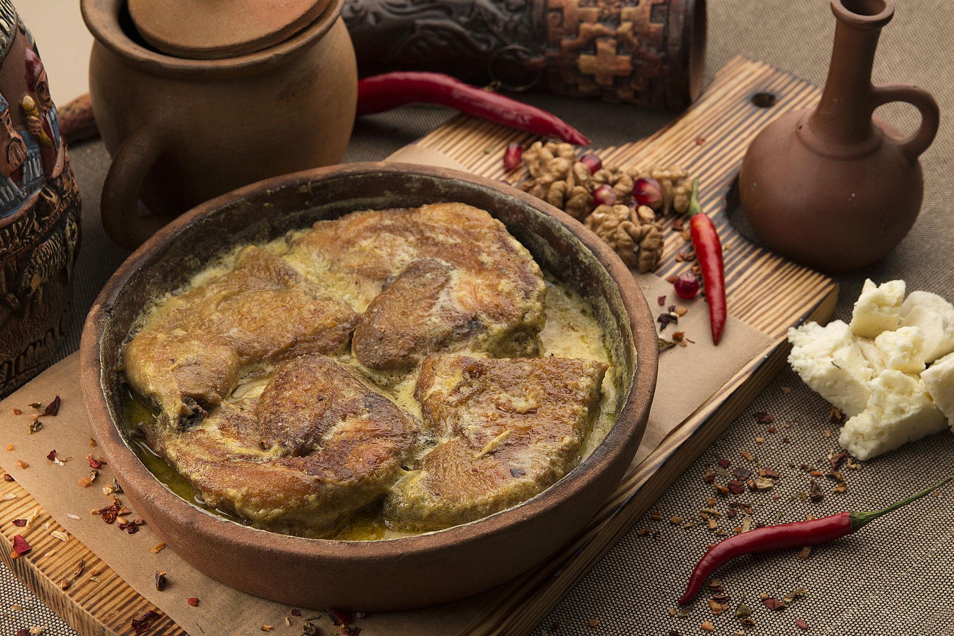 цыпленок «Чкмерули» в чесночно-сливочном соусе ©Фотография предоставлена рестораном грузинской кухни «Сулико»