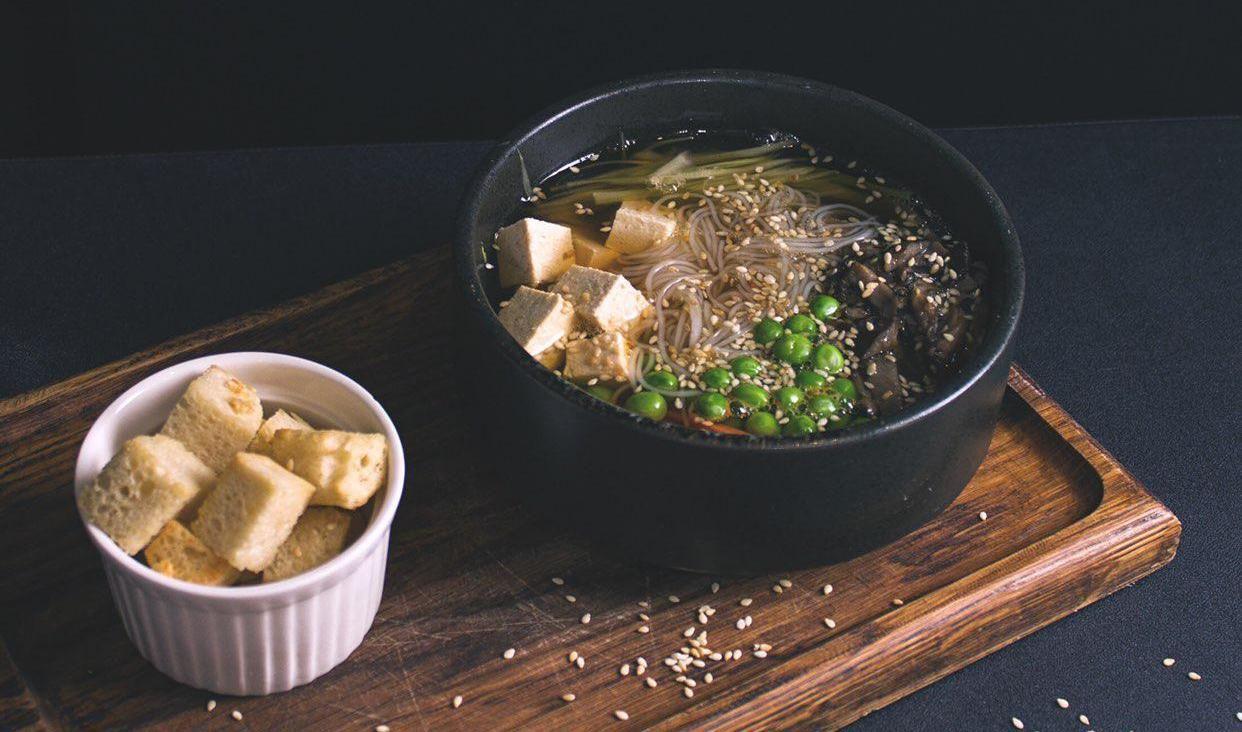 Пряный суп с фунчозой ©Фотография предоставлена заведением