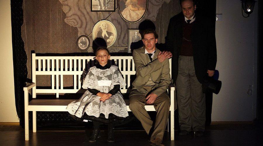 Спектакль «Вечный муж» © Фото из группы «Краснодарский молодёжный театр» «ВКонтакте» vk.com/molodezhnyj_teatr