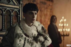 Кадр из фильма «Король», реж. Дэвид Мишо, 2019 год © Фото с сайта kinopoisk.ru