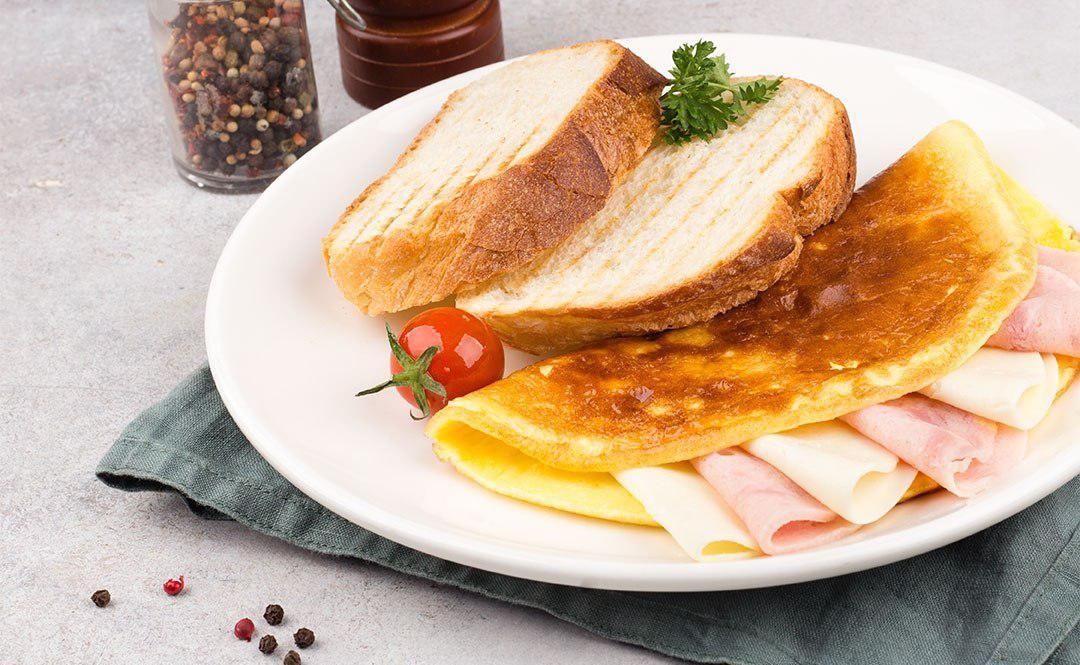 Омлет с ветчиной и сыром ©Фото со страницы сети «Хлебные истории» в инстаграме, www.instagram.com/breadstories
