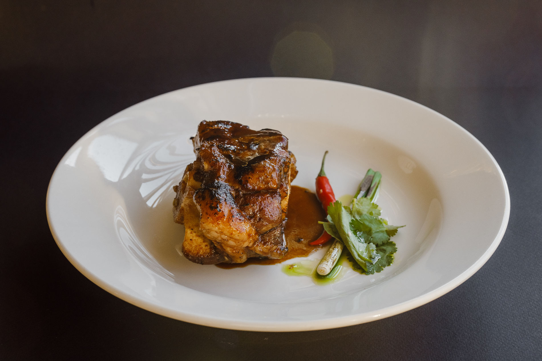 Томленый бычий хвост в перечной глазури ©Фотография предоставлена рестораном «Скотина»