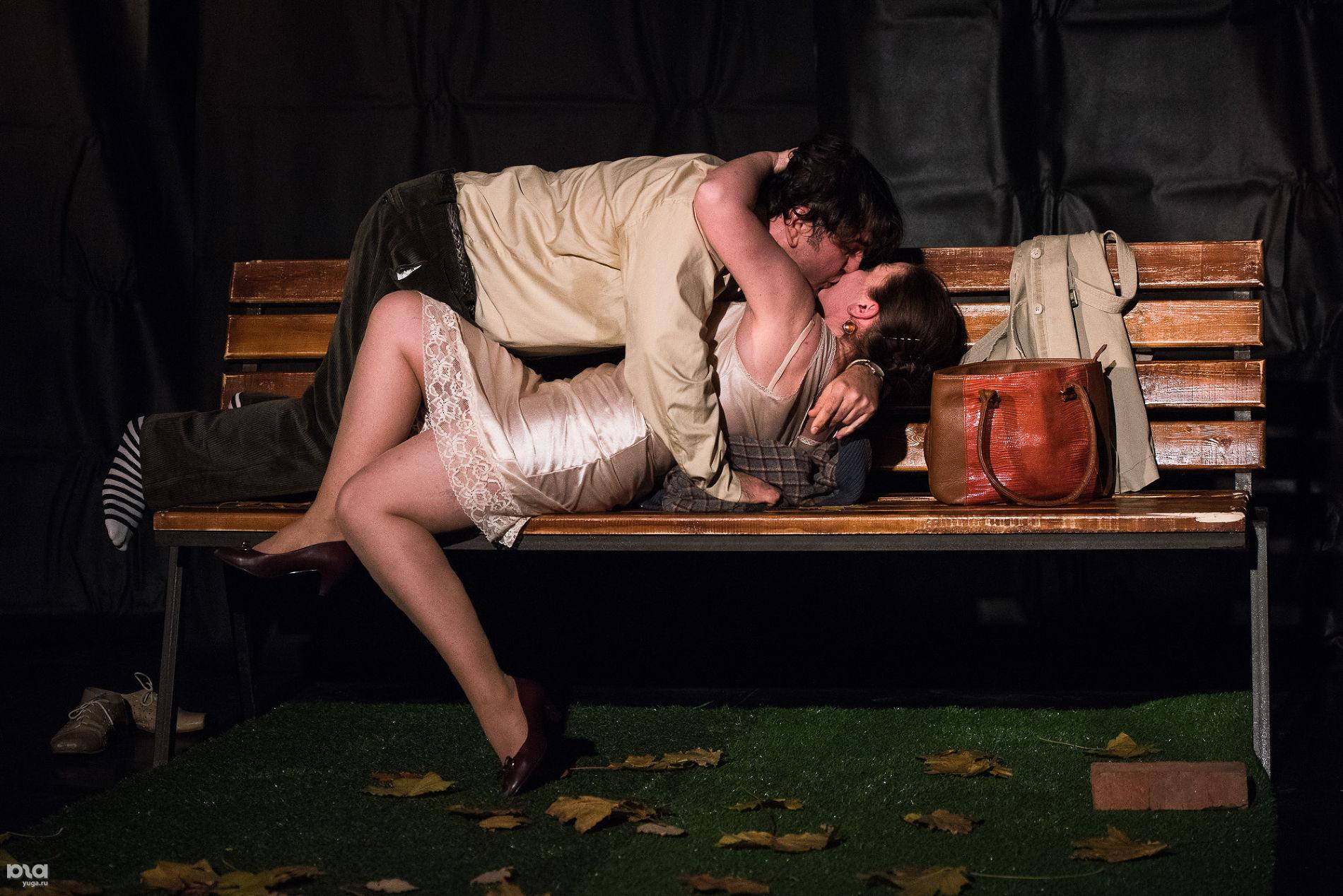 Прогон спектакля «Скамейка» в «Одном театре» ©Фото Елены Синеок, Юга.ру