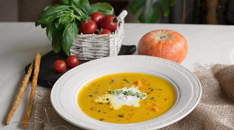 Крем-суп на основе тыквы с добавлением сливок и сыра страчателла © Фото со страницы ресторана Nonna Mia в инстаграме www.instagram.com/ristorante_nonnamia