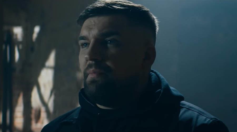 Баста ©Скриншот из видео с сайта youtube.com, кадр из клипа на песню «Страшно так жить»