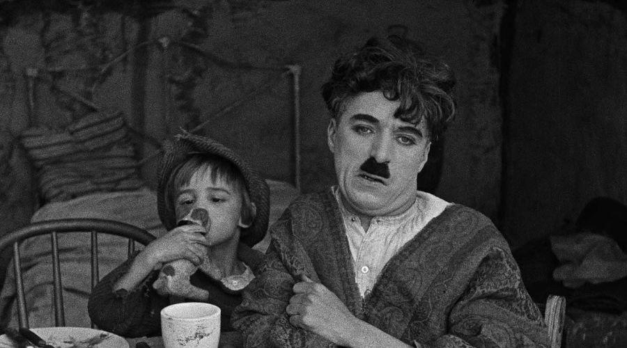 Кадр из фильма «Малыш», реж. Чарльз Чаплин, 1921 год © Фото с сайта kinopoisk.ru