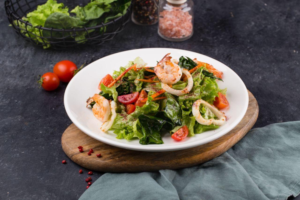 Салат с морепродуктами ©Фотография предоставлена заведением