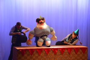 Спектакль «Пеппи Длинныйчулок» © Фото с сайта kmto-premiera.ru