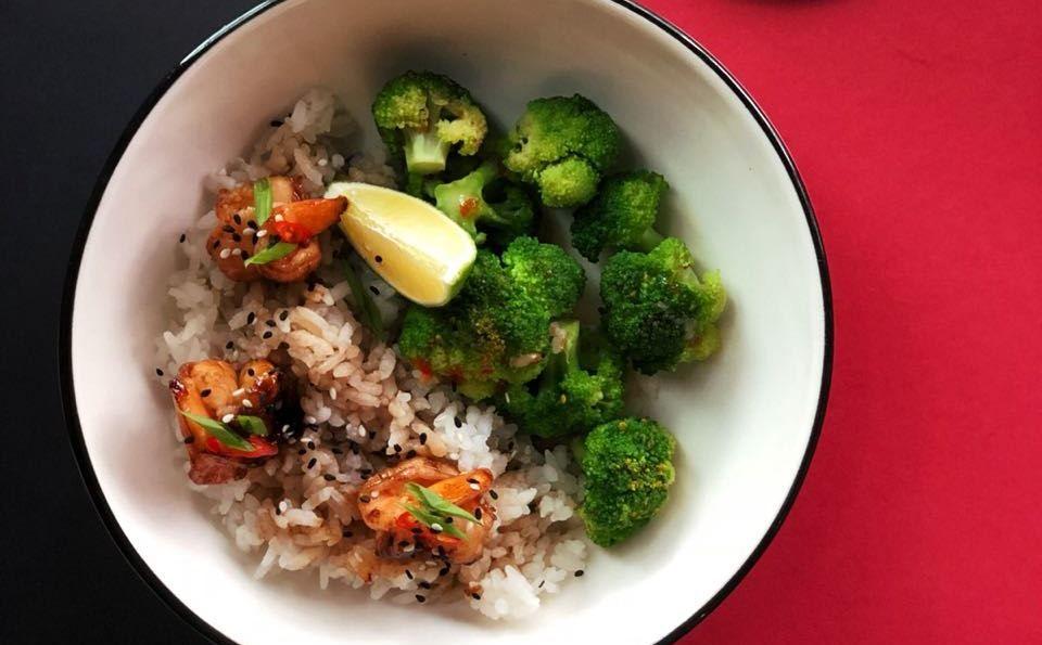 Тигровые креветки с рисом и брокколи