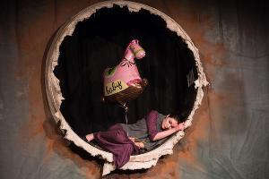 Спектакль «Где-то и около» в Одном театре ©Фото Елены Синеок, Юга.ру