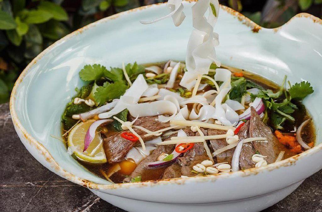 Вьетнамский суп фо бо с говядиной ©Фото со страницы ресторана Gray Goose Cafe в инстаграме, www.instagram.com/gray_goose_cafe