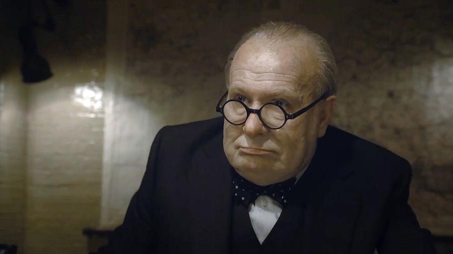 Гари Олдмен в роли Уинстона Черчилля ©Кадр из фильма «Темные времена», kinopoisk.ru