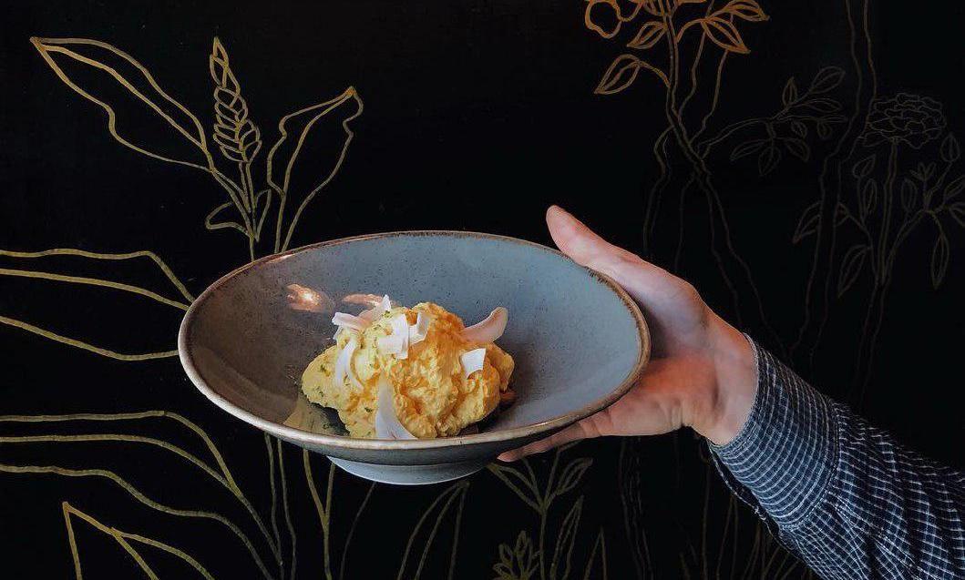 Десерт из маракуйи с манго