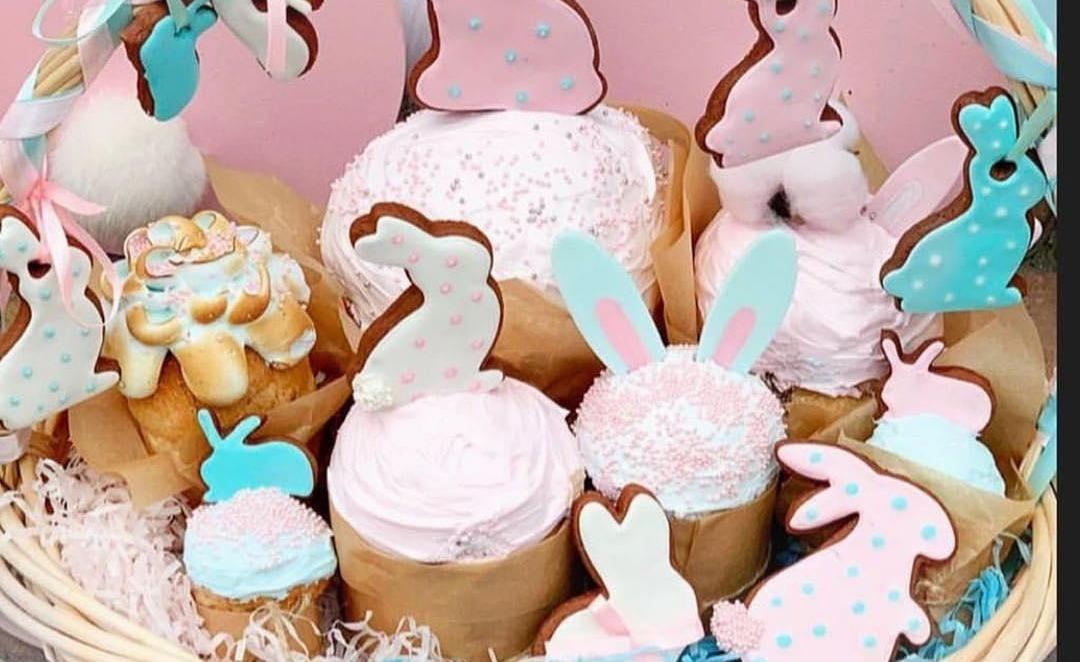 Ванильные куличи ©Фото со страницы кондитерской «Пирогово» в инстаграме, www.instagram.com/pirogovo