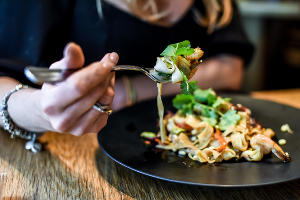 Лапша пад тай в ресторане «Томми Lee» © Фото Елены Синеок, Юга.ру