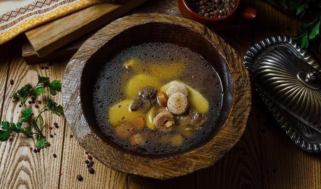 Фирменный суп ©Фото со страницы ресторана «Веники-Вареники» в инстаграме www.instagram.com/venikivareniki