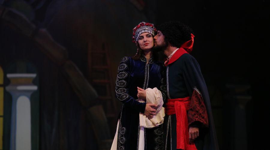 Спектакль «Майская ночь» © Фото с сайта www.to-premiera.com