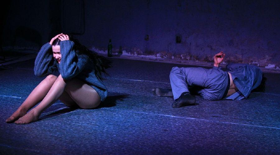 Кадр из спектакля «...ТЕБЯ...» © Фото из группы «Один театр» во «ВКонтакте» vk.com/odin_teatr