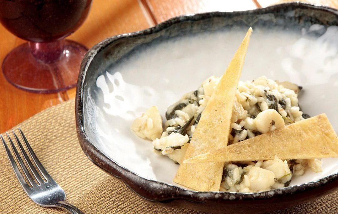Ризотто со шпинатом и треской ©Фото со страницы ресторана «Макароны» в инстаграме www.instagram.com/macaroni.restaurant
