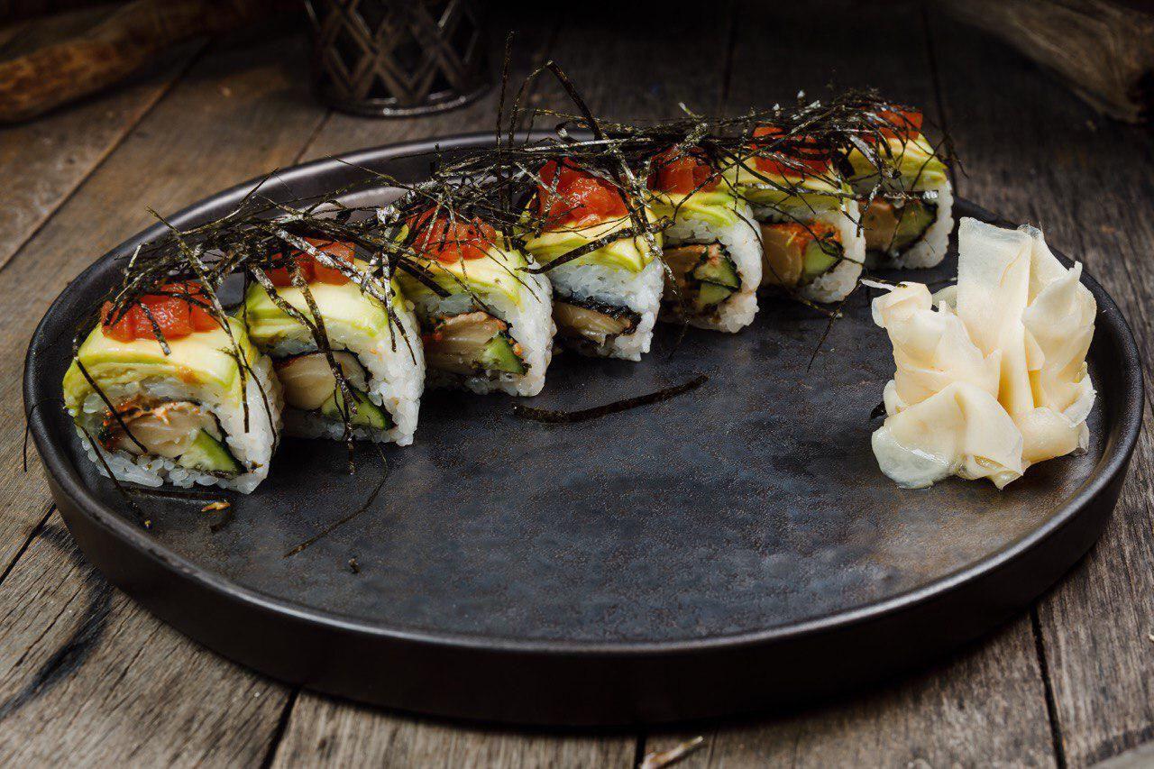 Роллы c масляной рыбой, авокадо и корнем имбиря ©Фото предоставлено заведением