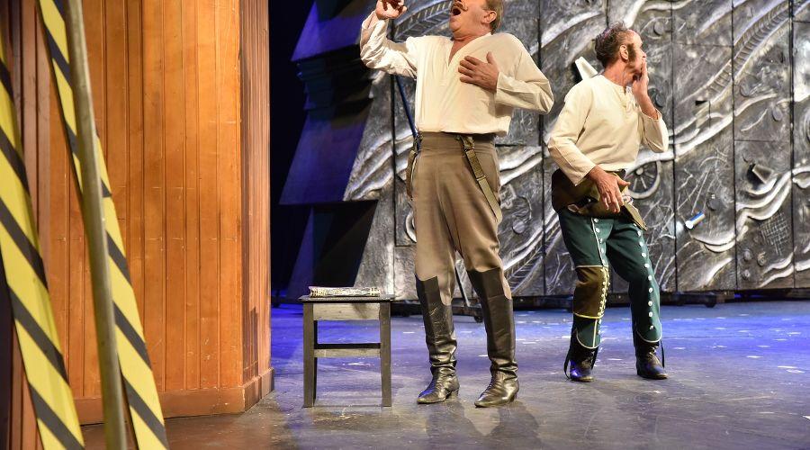 Спектакль «Ревизор!» © Фото из группы «Театр Драмы» во «ВКонтакте» vk.com/dram_teatr