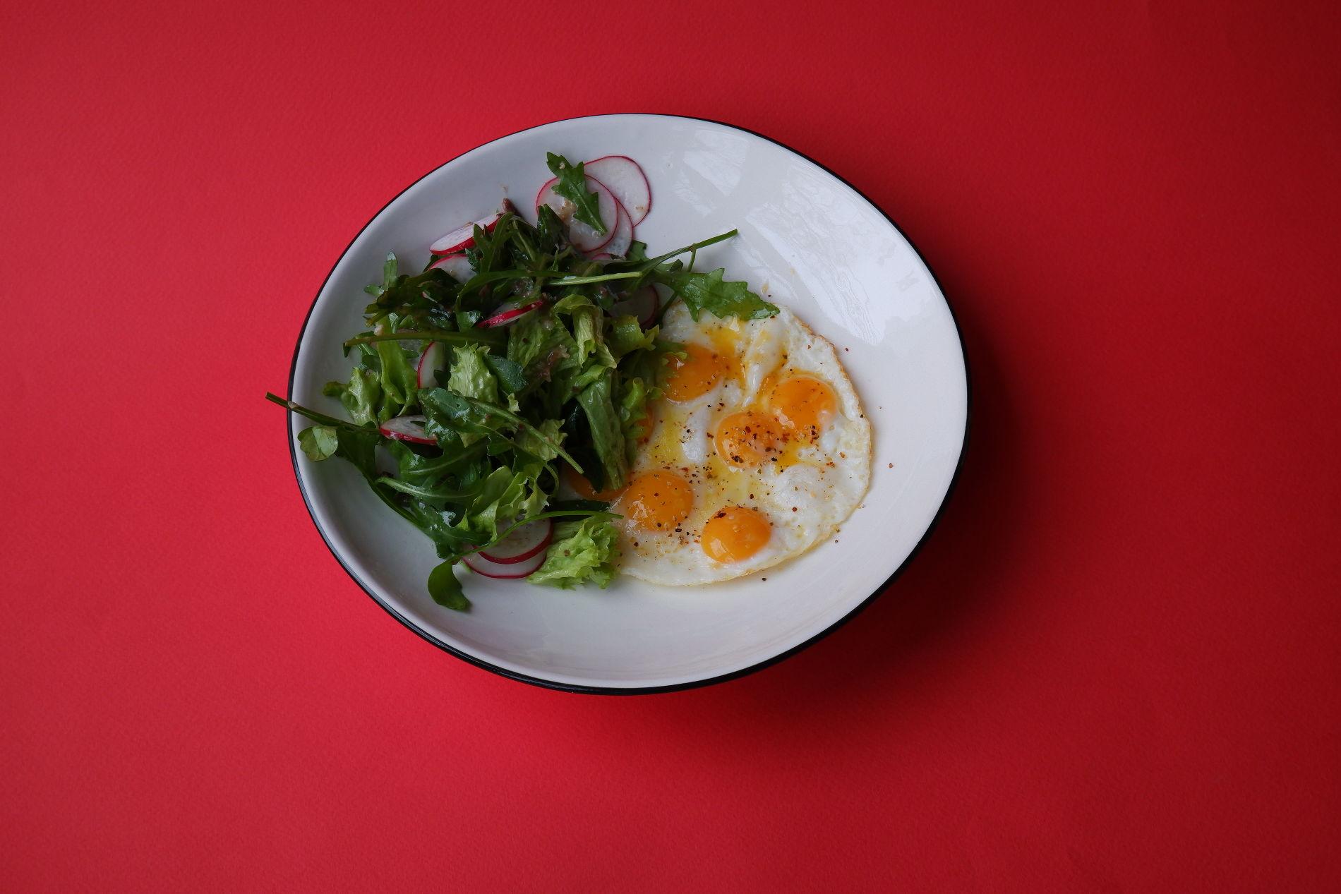 Глазунья из перепелиных яиц ©Фото предоставлено PR-службой Mr. Drunke Bar