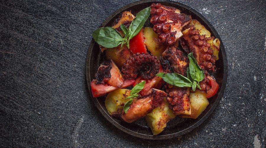 Осьминог по-галисийски с картофелем © Фотография предоставлена рестораном «Сахалин»