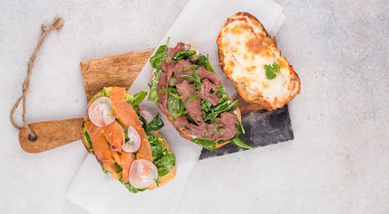 Сет из тостов и брускетт ©Фото предоставлено заведением