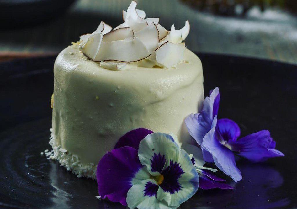 Десерт «Кокосовый с личи и розой»