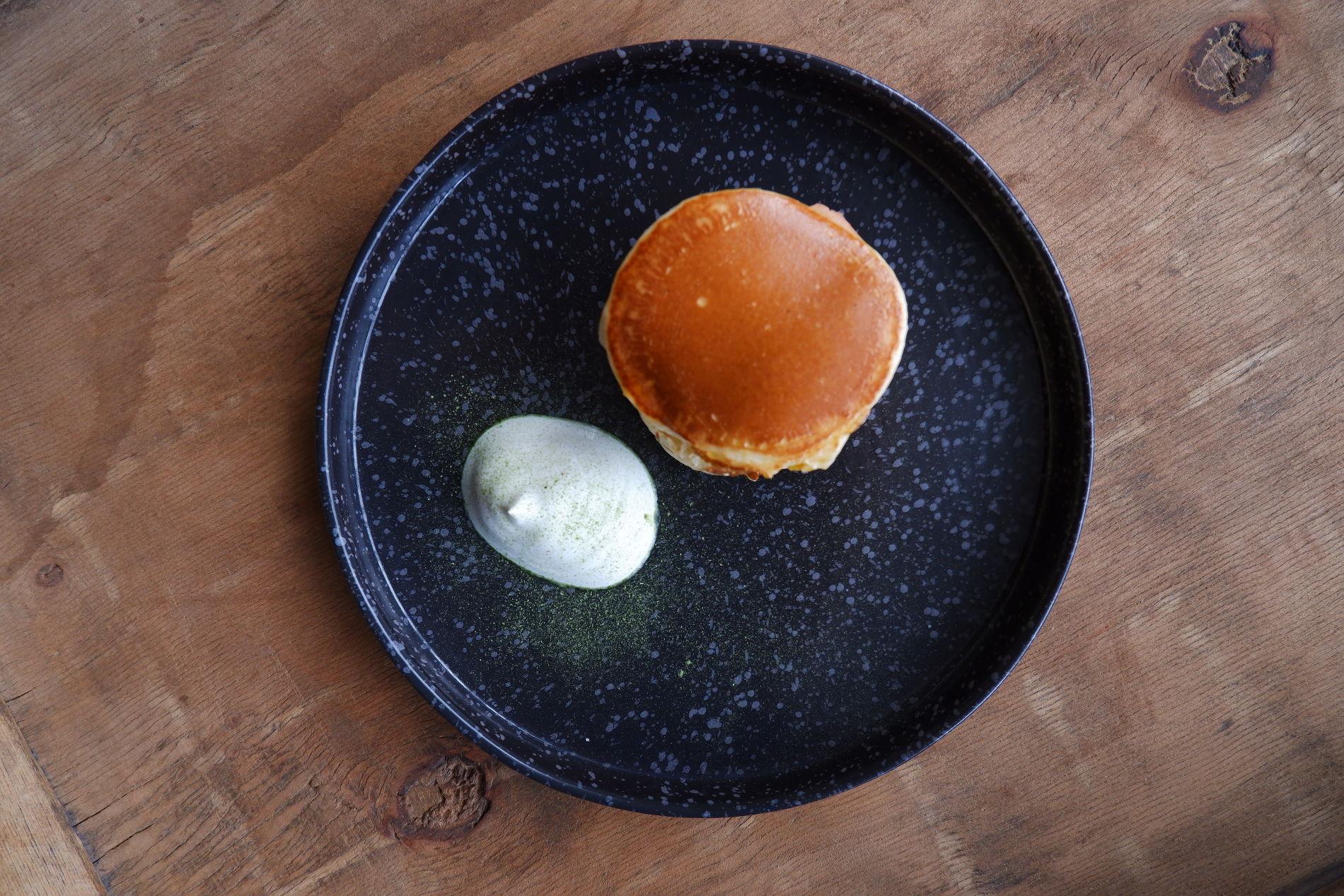 Панкейки со сметаной ©Фото предоставлено PR-службой ресторана «Скотина»