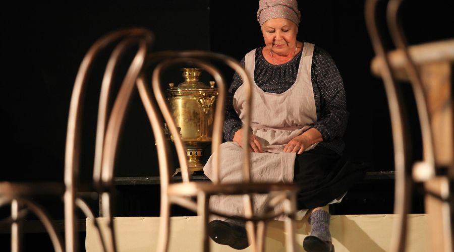 Спектакль «Мещане» © Фото из группы «Краснодарский академический театр драмы» «ВКонтакте» vk.com/dramteatrkrd