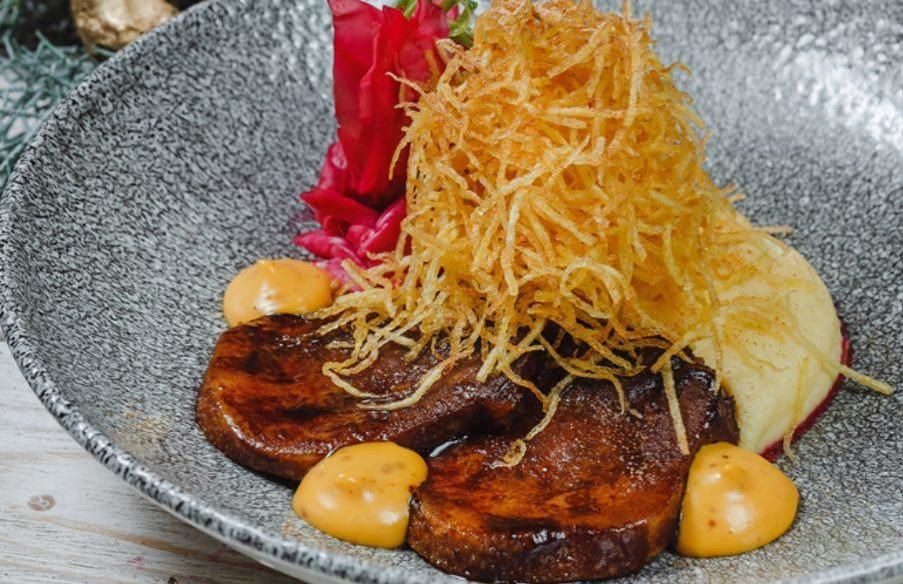 Язык отварной с картофелем пай ©Фото со страницы ресторана «Merci Баку» в инстаграме www.instagram.com/merci_baku_krasnodar