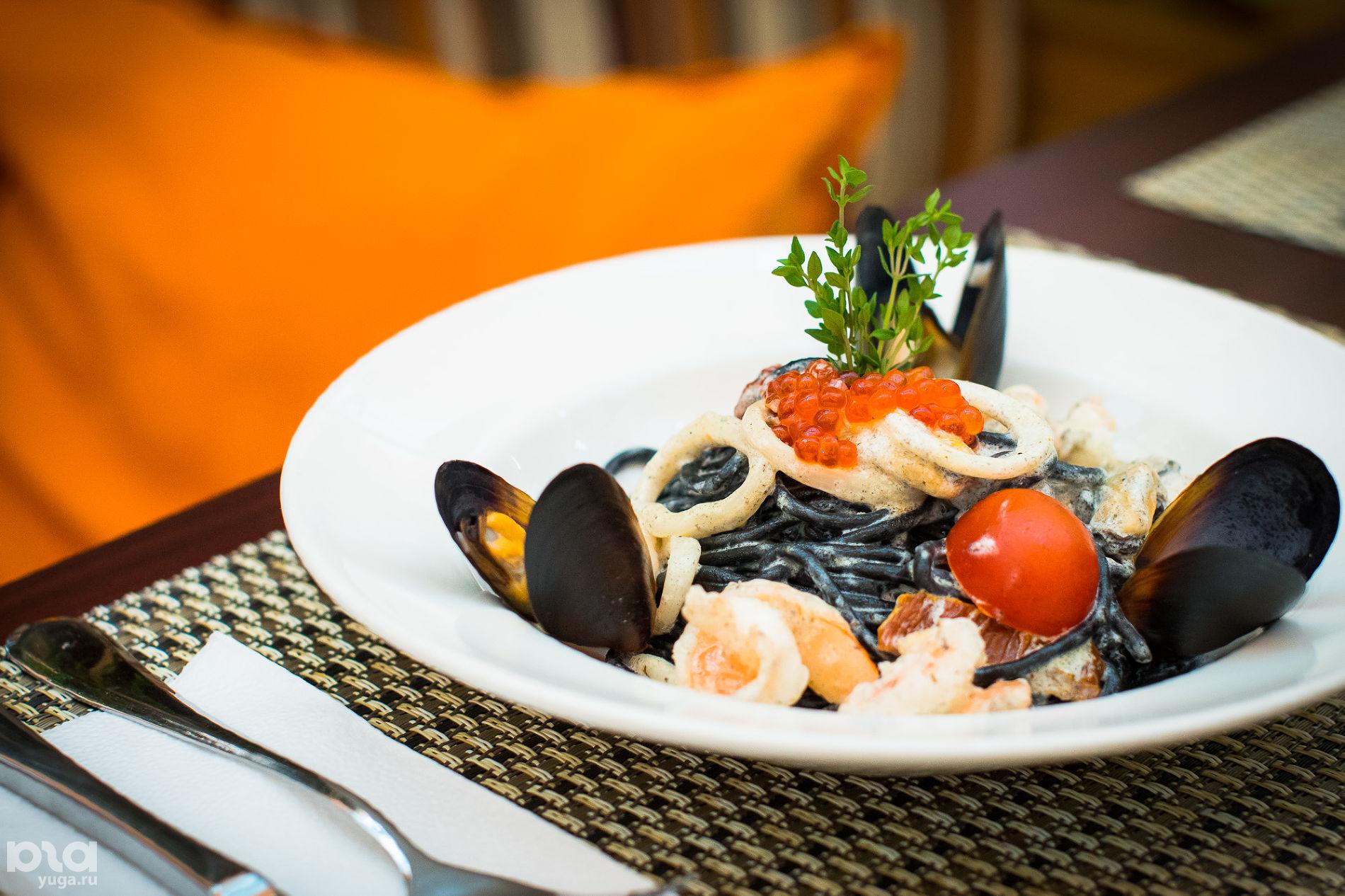 Ресторан Il Patio, паста с чернилами каракатицы и морепродуктами