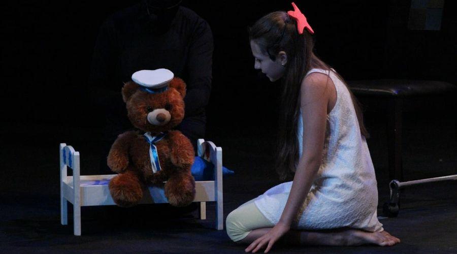 """Спектакль «Девочка и море» © Фото из группы «Театр Любителей Театра """"Шардам""""» «ВКонтакте» vk.com/teatrshardam"""