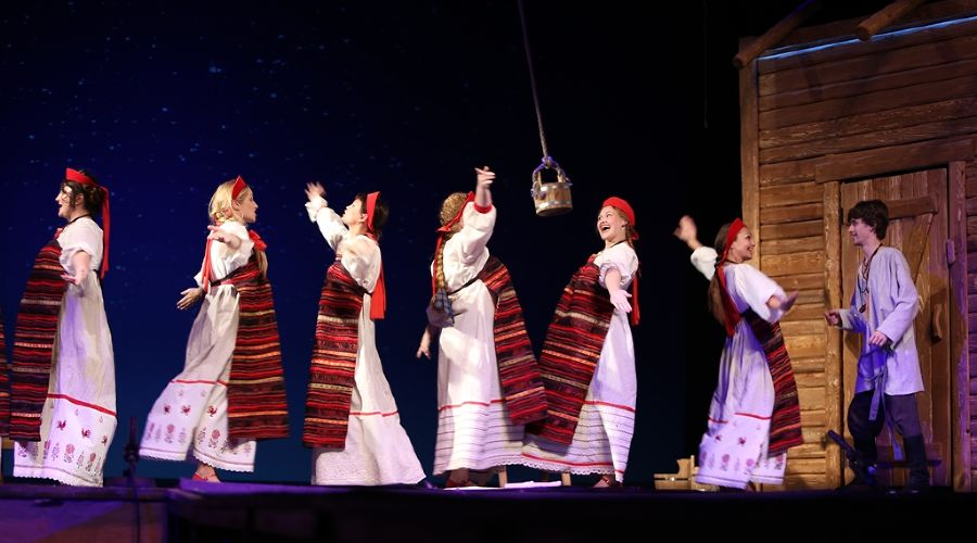 Спектакль «Свет-Луна» © Фото с сайта kmto-premiera.ru