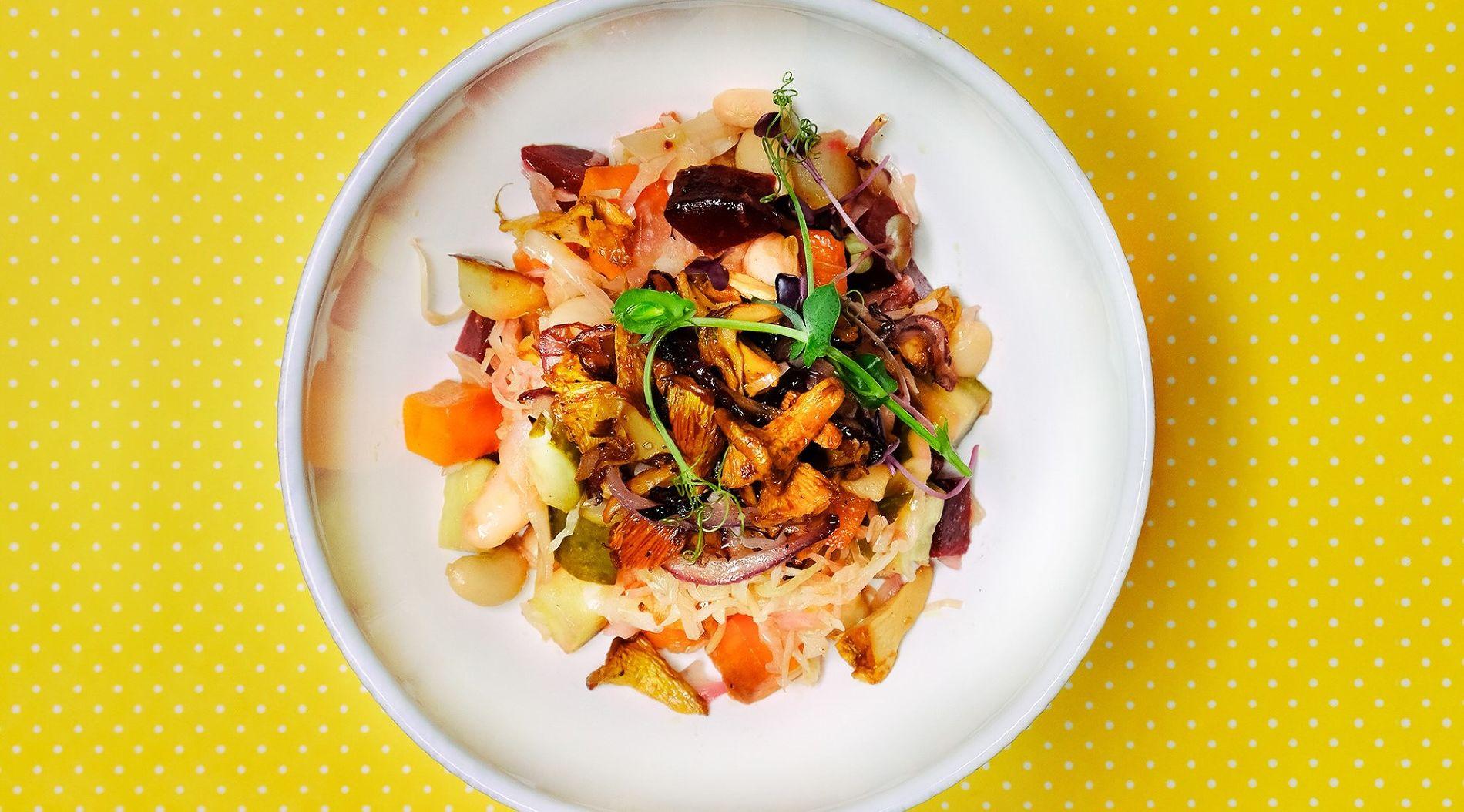 Винегрет из запеченных овощей с лисичками
