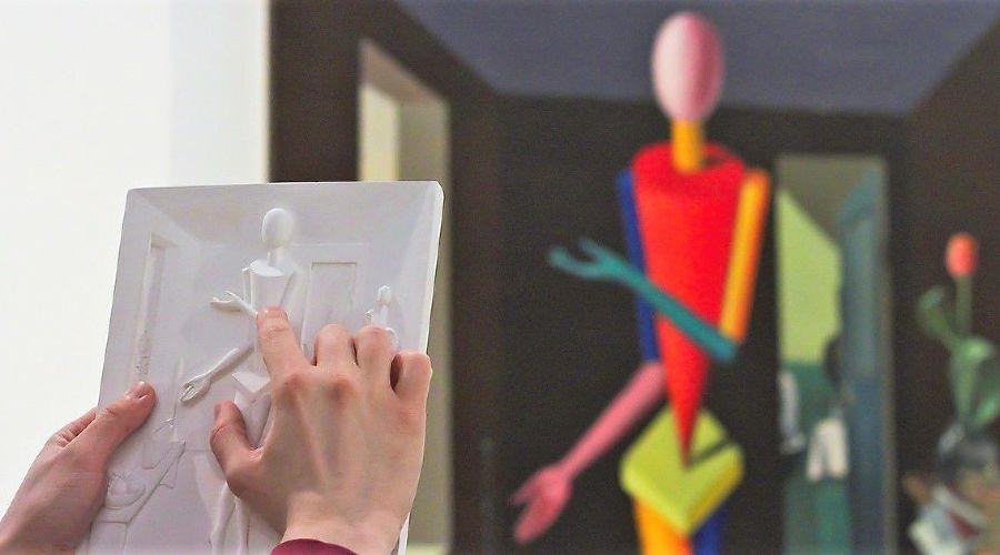 Рельефная гипсовая копия картины для слабовидящих и незрячих людей © Фото предоставлено Музеем современного искусства «Гараж»