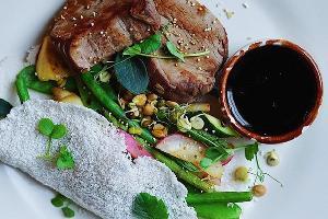 Медальоны из телятины © Фотография со страницы кафе «Хорошая еда» в инстаграме www.instagram.com/horoshaya_eda_