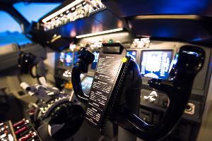 В кабине авиасимулятора Dream Aero в «СБС Мегамолл» ©Фото Елены Синеок, Юга.ру