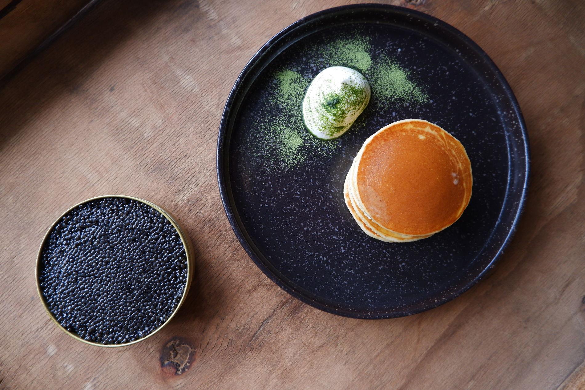 Блины гречневые со сметаной ©Фото предоставлено PR-службой ресторана «Скотина»