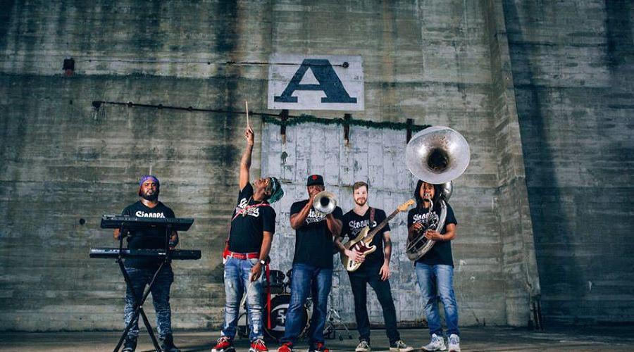 Stooges Brass Band © Фото из группы Stooges Brass Band в фейсбуке www.facebook.com/stoogesbrassbandpage/?fref=nf