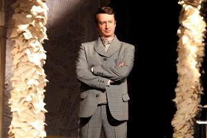Спектакль «На всякого мудреца довольно простоты» © Фото из группы «Краснодарский академический театр драмы» «ВКонтакте» vk.com/dramteatrkrd