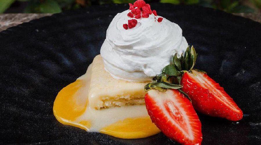 Десерт «Белый ангел» © Фото со страницы Gray Goose Cafe в инстаграме, www.instagram.com/gray_goose_cafe
