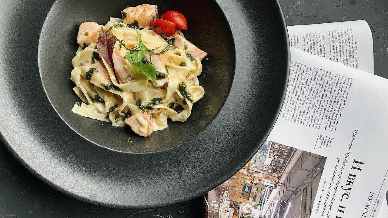 Паста с лососем под соусом песто ©Фото со страницы кафе «Бранч» в инстаграме www.instagram.com/brunchkrd