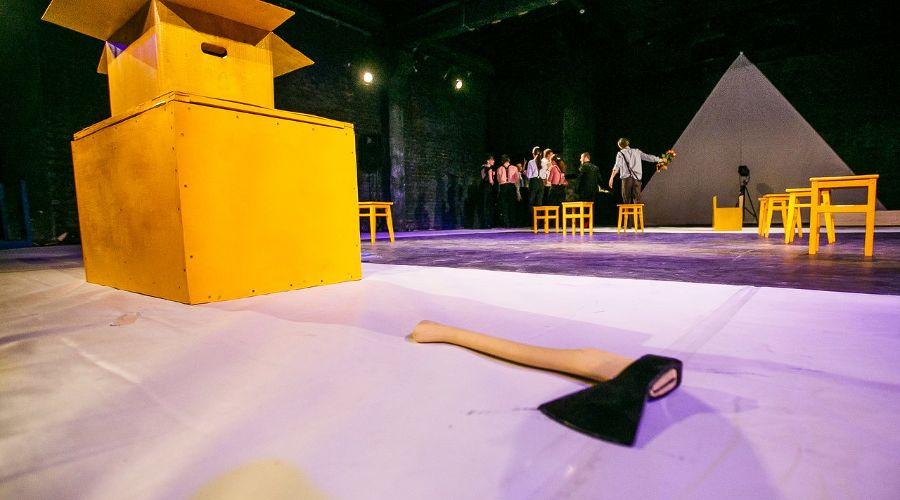 Кадр из спектакля «Затворник и Шестипалый» © Фото из группы «Один театр» «ВКонтакте» vk.com/odin_teatr